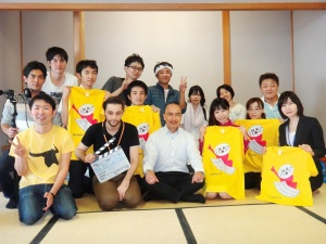 猪股組「日本の世界の人々」集合写真(縮小)